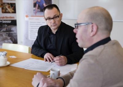 Medewerker van Bouwselect in gesprek met kandidaat